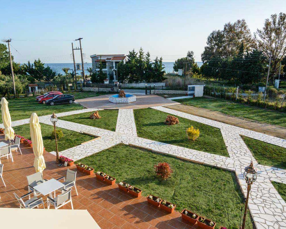 Garden & entrance